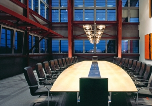 lighting: OCULAR SERIE 100 CREATES BOTH BRILLIANT ATMOSPHERE AND PLENTY OF LIGHT IN THE CONFERENCE ROOM.WITH A 20W LED/1914 LUMEN AND THE LARGE LENSES IT GENERATES AN ENORMOUS LIGHT YIELD, ADDITIONALLY IT CAN BE DIMMED BY DEFAULT. | ARCHONTIKIS - LICHT IM RAUM