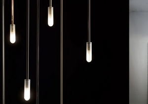 "lighting: LED DOUBLE-PIN COVERED WITH A BOROSILICATE CAPSULE. VIENI GIù!"" IS AVAILABLE IN LENGHTS OF CM 30, 40, 50, 100, 150 AND 200 AND CAN BE MADE AS A SINGLE SUSPENSION OR AS A CASCADE OF DIFFERENT ELEMENTS. 